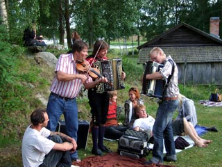 Musicians playing at Bjur�ker Forng�rd 2007